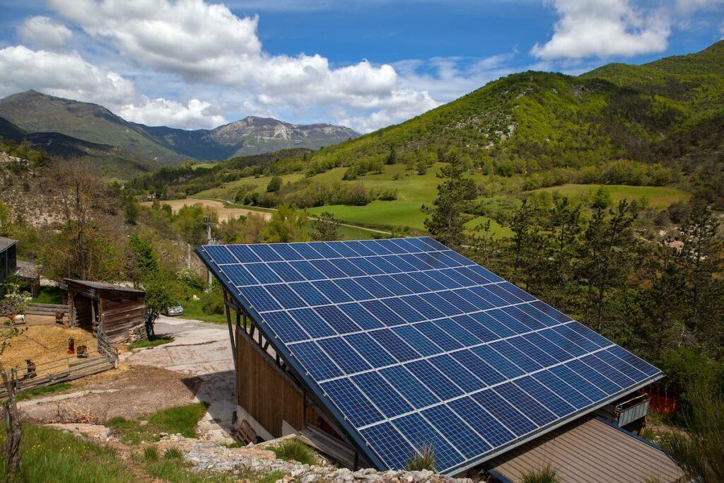 panneaux photovoltaiques entre vachères et saint andéol